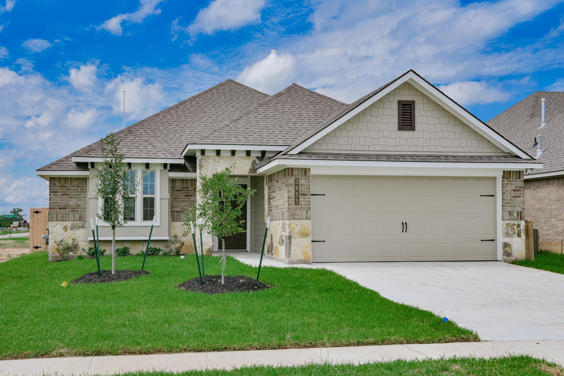 169 Emery Oak Way in Huntsville, TX